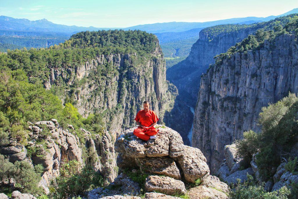 Leonardo Barilaro, Meditating